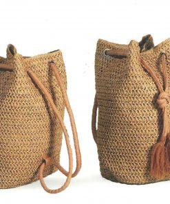 Bolso mochila de colgar en ganchillo elaborado en color marrón